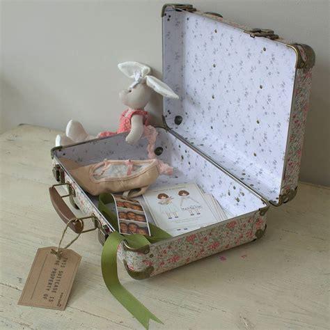 Turn a vintage suitcase into diy photo display jpg 899x900